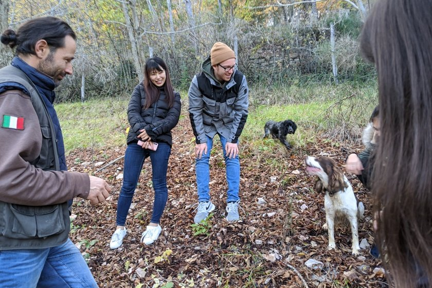 the hotel management students are togehter with the search dogs on truffle hunt in Italy