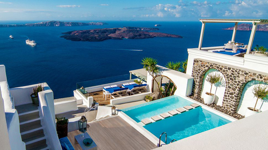 Hotels-in-Europe-Iconic-Santorini